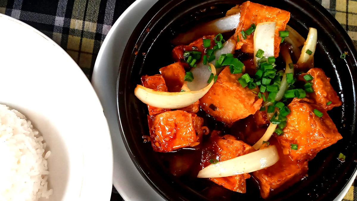 One of my favourite dishes from travelling is braised tofu with vegetables, which is usually served in a claypot in a flavourful sauce.