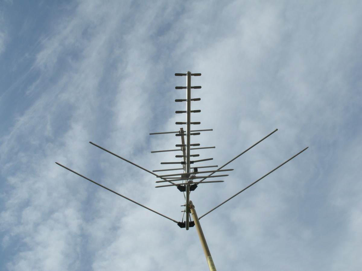 A Herringbone type log periodic antenna