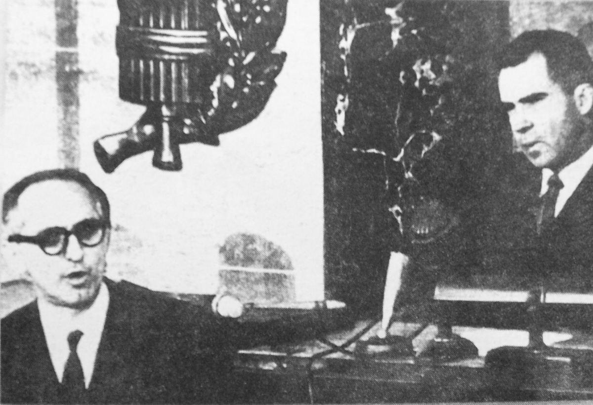 Photo of Argentine President Arturo Frondizi (left side) with Vice President Nixon (right), in the Congress of the United States,1959  (M.E.Alonso,E.C.Vasquez (2005). Historia:la Argentina contemporánea (1852-1999),3ra edición, Aique,pp.112-3