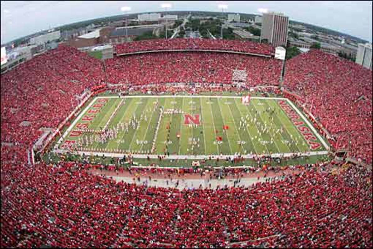Top 10 Largest College Football Stadiums Hubpages Viewinvite Co