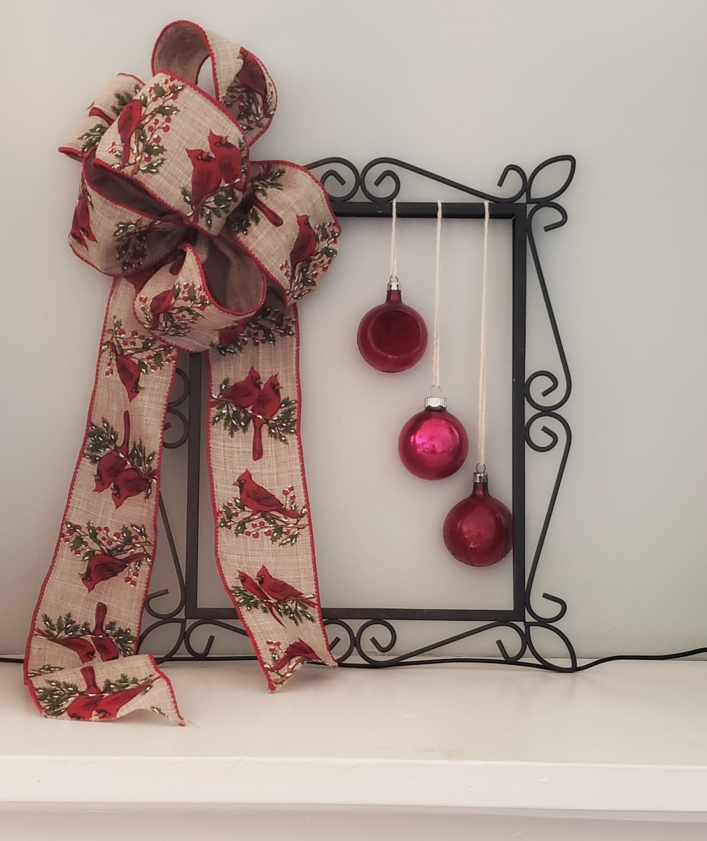 Picture-Frame Christmas Wreath