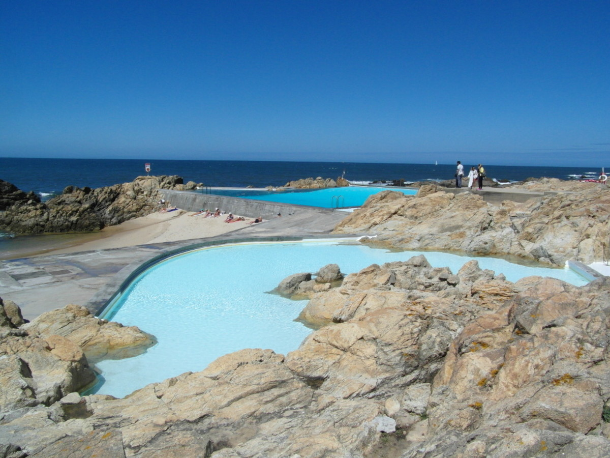 Two pools, Piscina das Mares.
