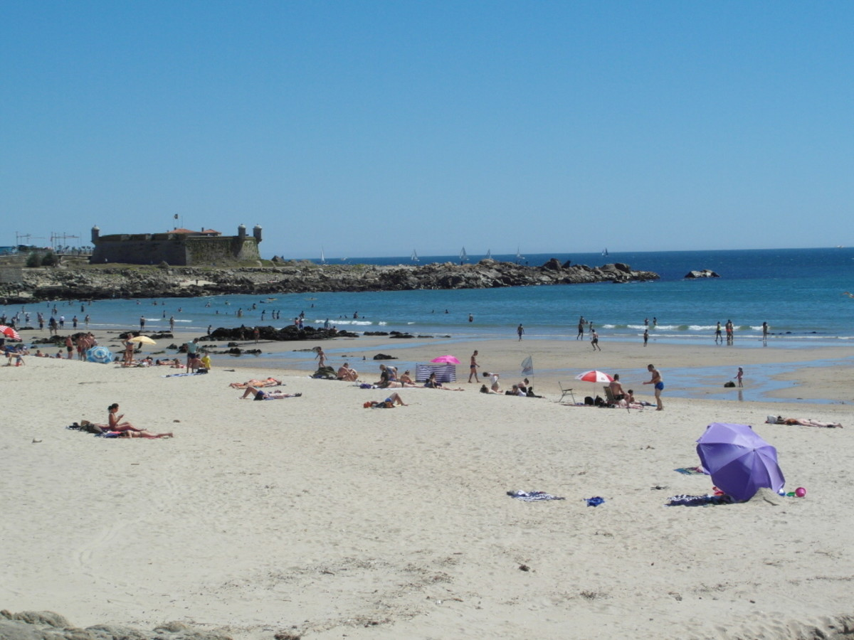 View from Praia da Matosinhos to Castelo do Quiejo.
