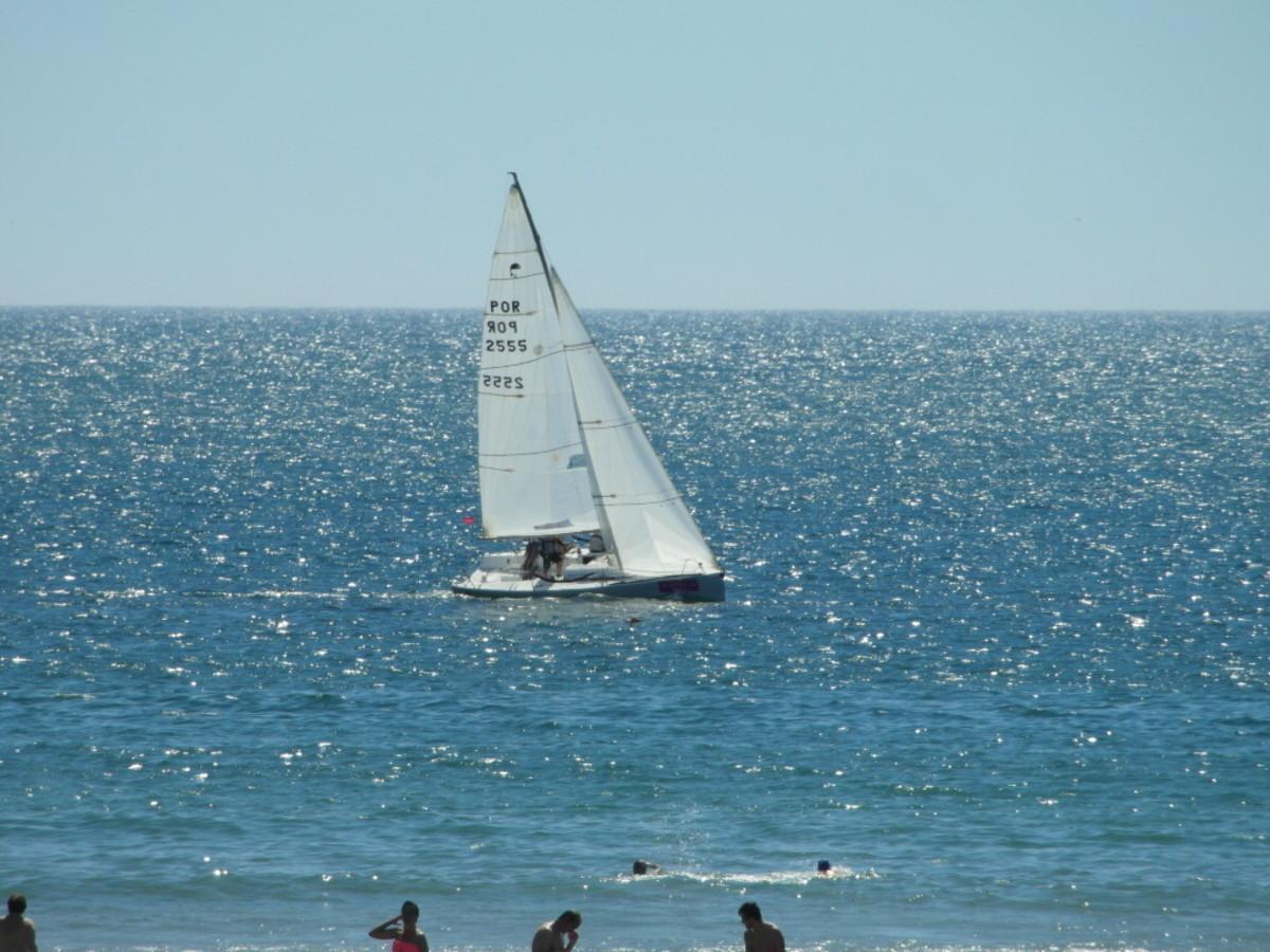 Sail away from Praia da Matosinhos.