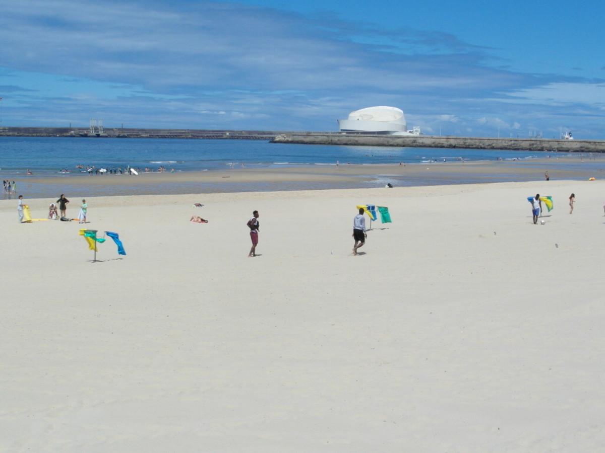 Praia da Matosinhos on a week day in late June.