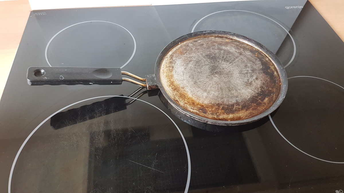 The specialized Icelandic pancake skillet. Darkened from heavy use.
