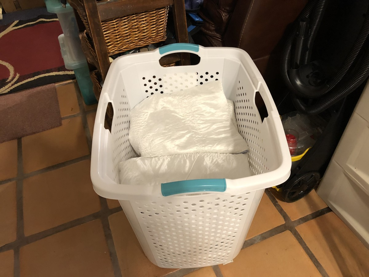 Hamper with clean Pooch Pads. I have another hamper for dirties.