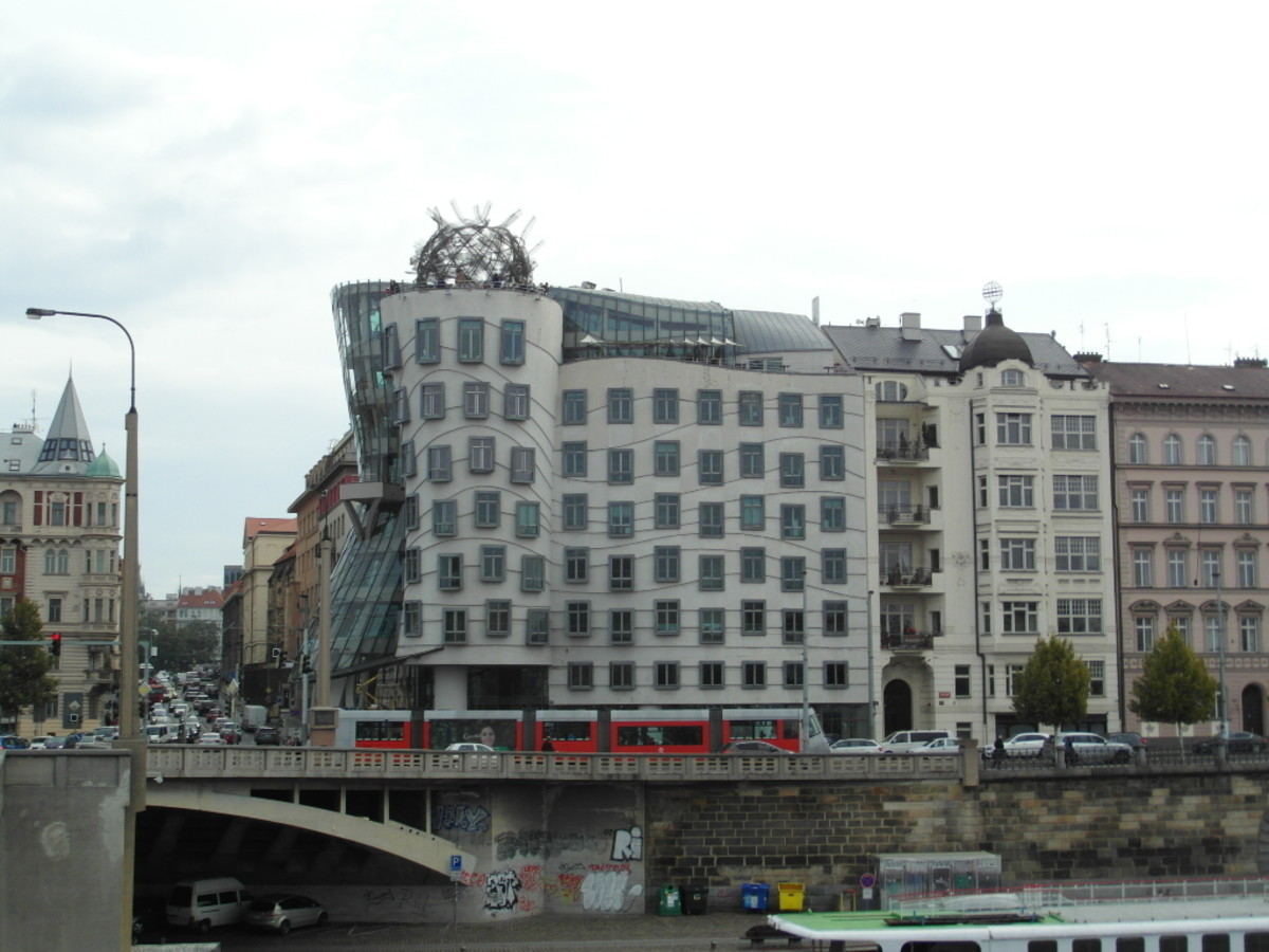 Tancici Dum, The Dancing House.