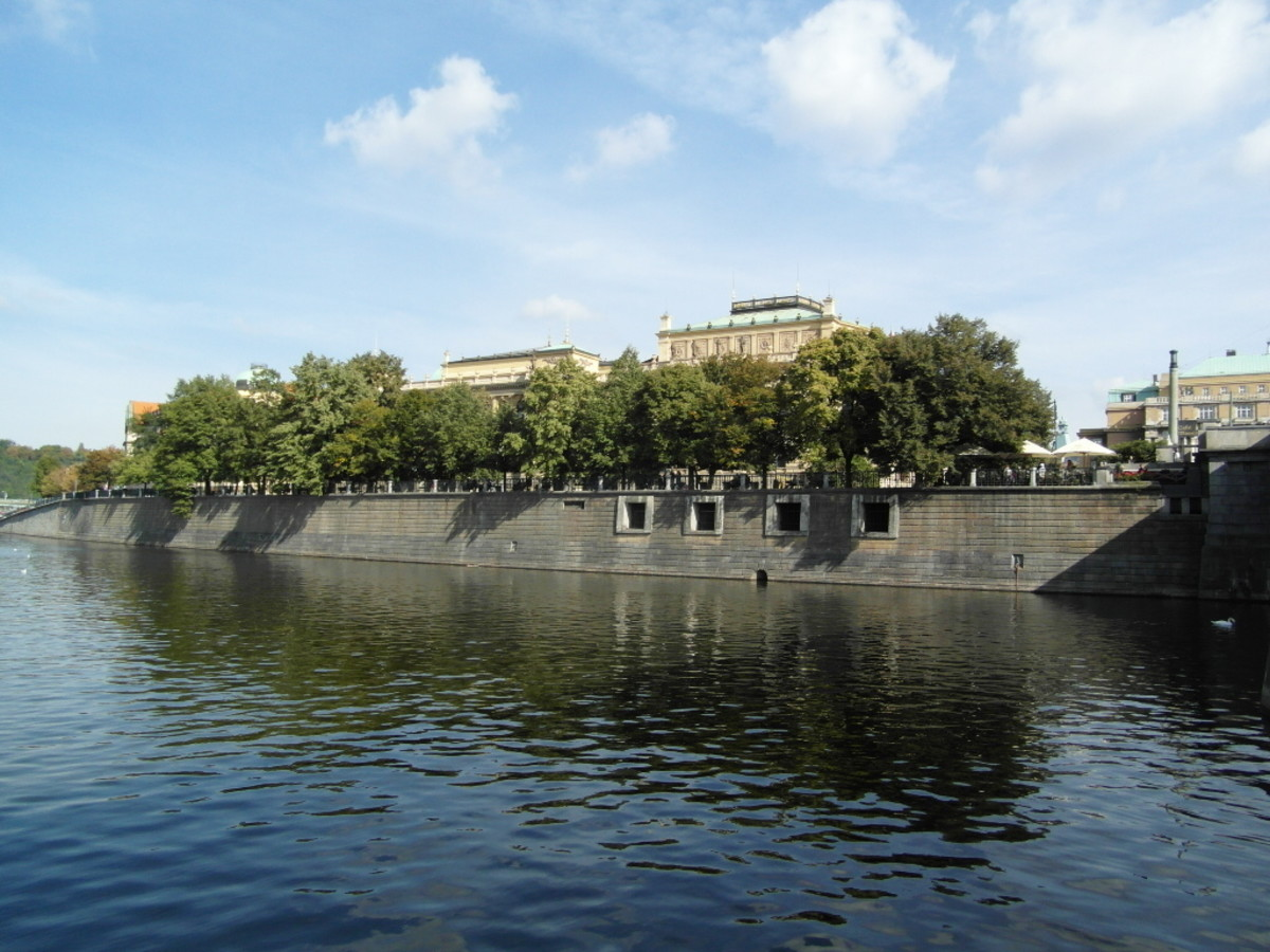 The Rudolfinum from the River Vltava.