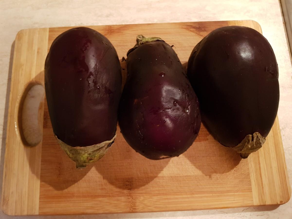 Wash aubergine (eggplant).