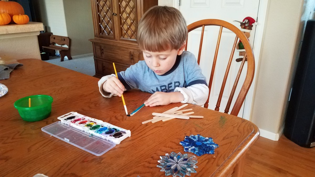 15 Easy Christmas Ornaments to Make With Your Kids