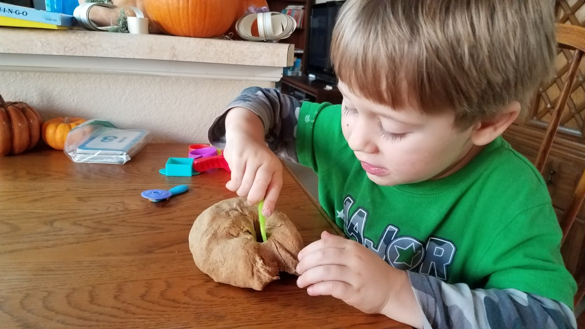 Homemade Pumpkin Playdoh
