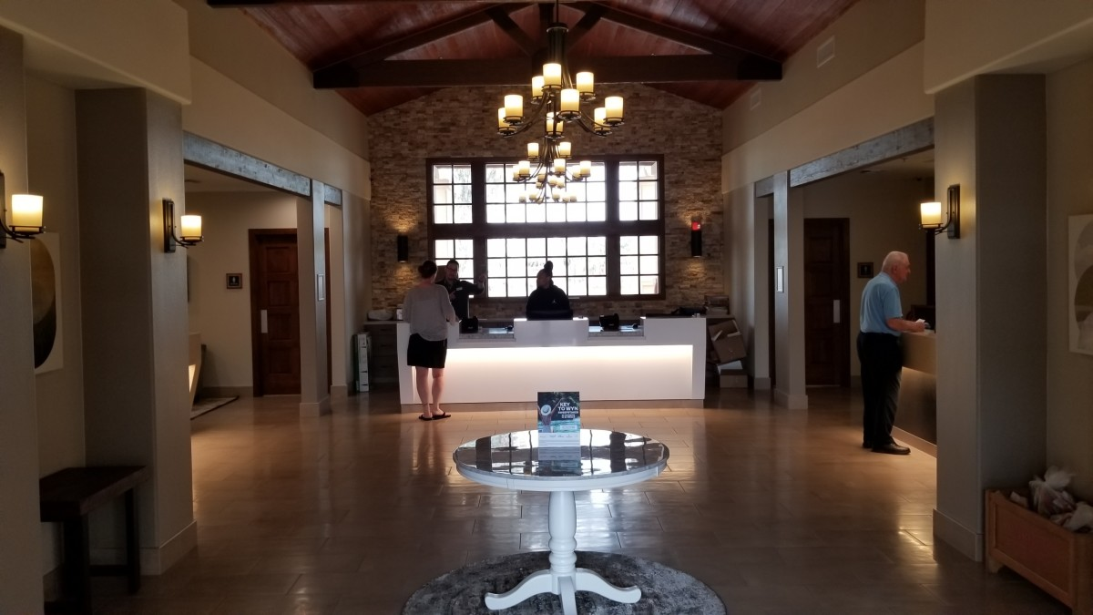The main lobby and check-in desk area are very elegantly designed. The concierge desk is located to the right of the check-in desk (middle), avoid them.