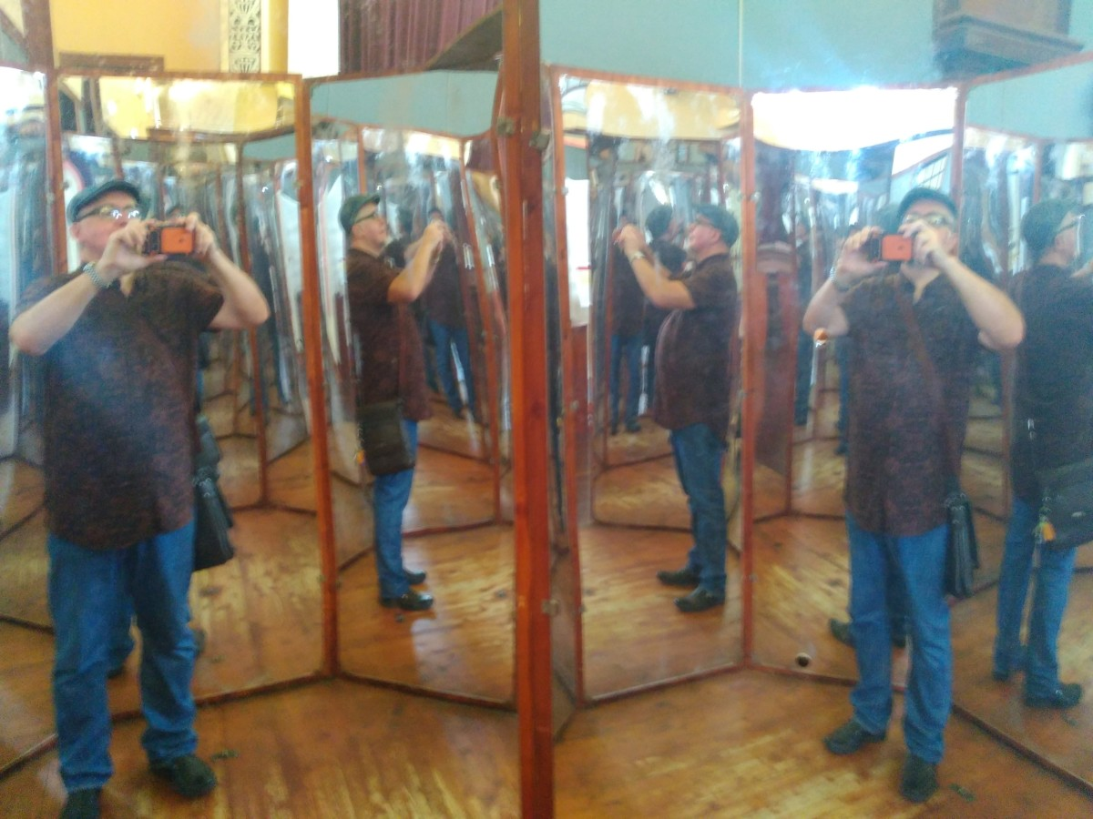 360 degree mirror booth.