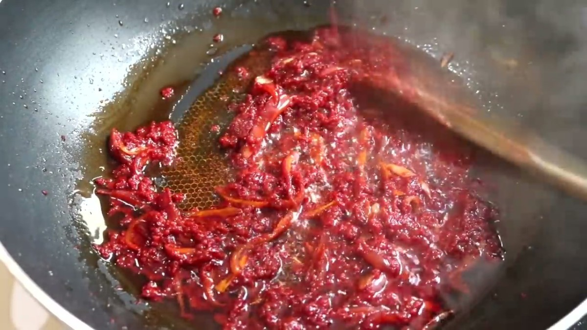 Pour the purée from the blender into the saucepan and bring it to simmer. Add the bay leaf and dry thyme. Allow the purée to simmer in the pan until most of the liquid is reduced (about 20 minutes).
