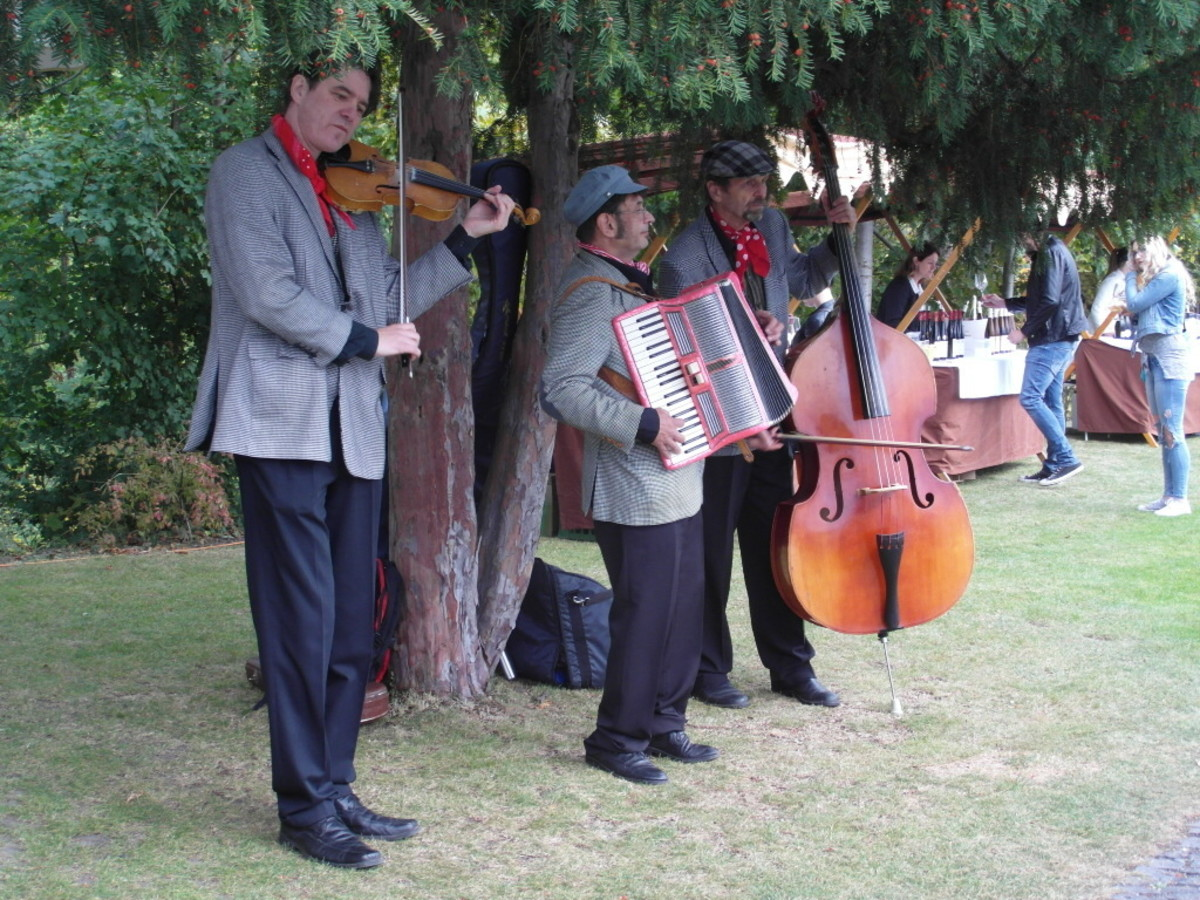 Entertainment at Villa Richter.