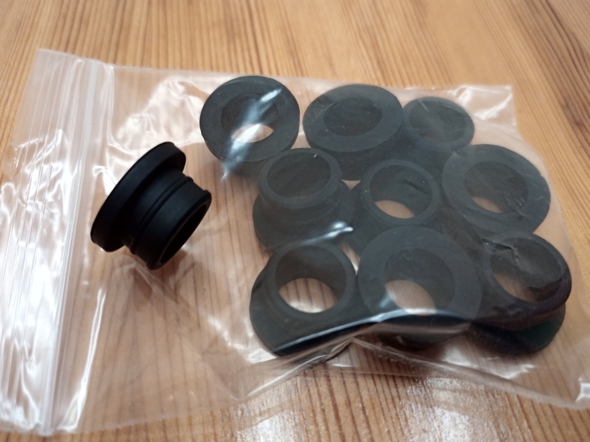 Replacement gaskets for massage heads