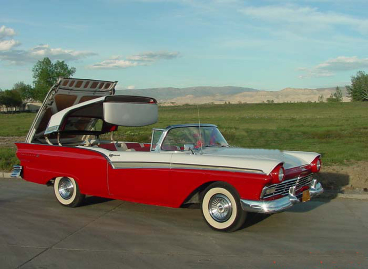 Old Classic Car - Ford Skyliner