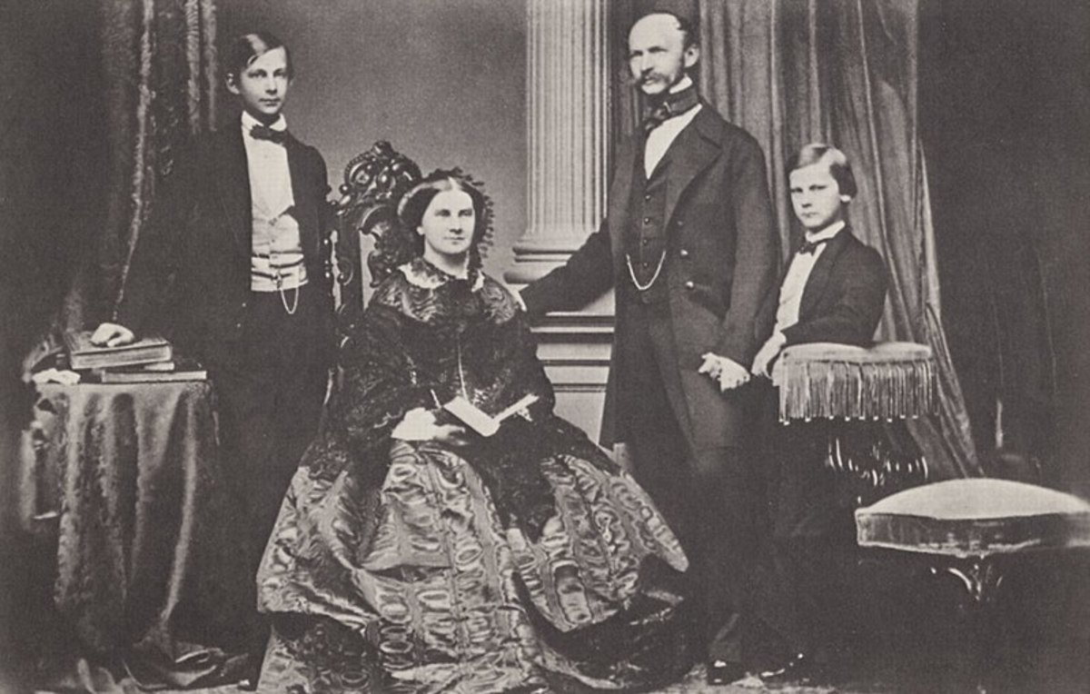 Ludwig (left) and brother Otto (right) with the parents both children disliked.