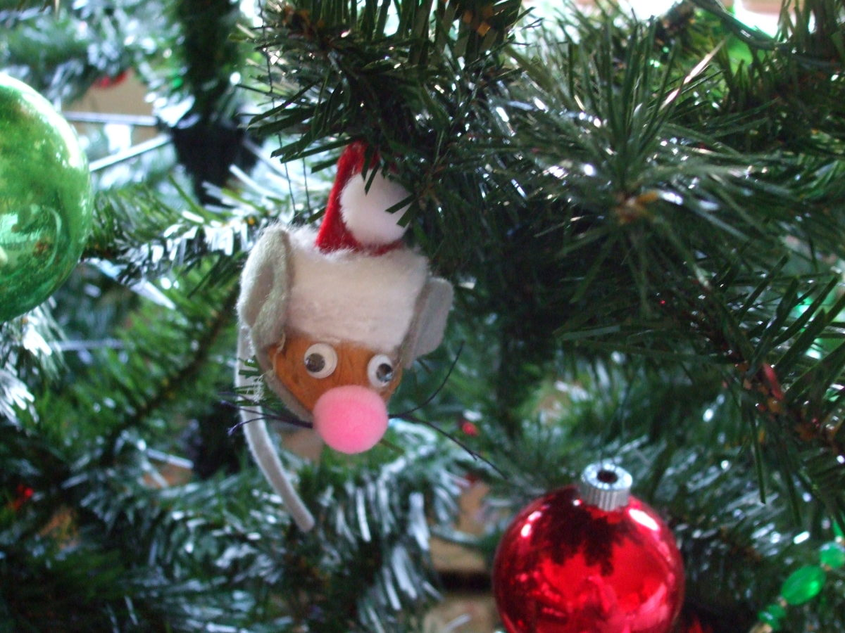 How to Make Mouse Ornaments for Christmas Using Walnut Shells