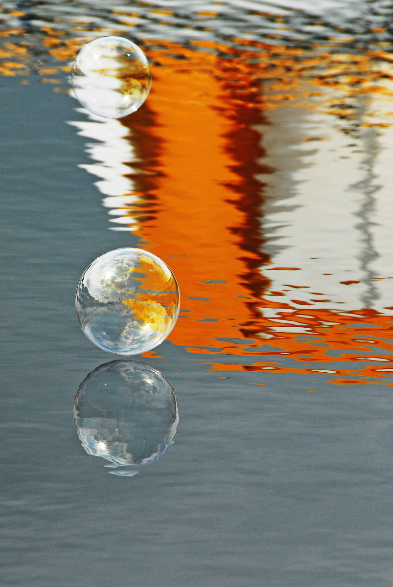Turning Bubbles into Oil Art Masterpieces