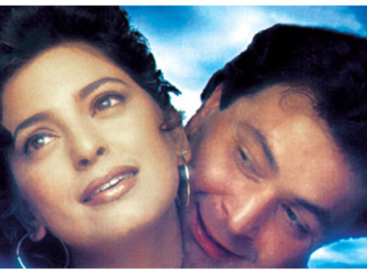 Juhi Chawla and Rishi Kapoor in Daraar.