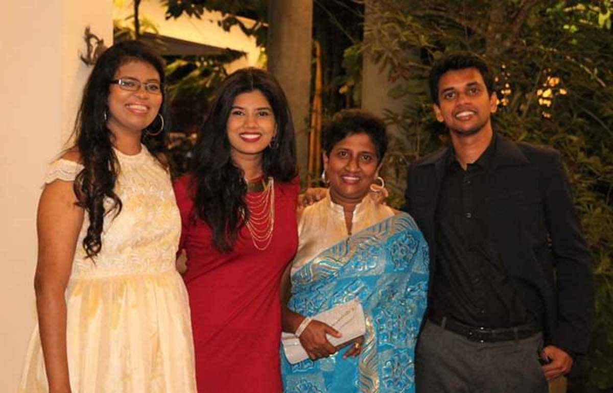 Rochelle, sister Rozanne, mom Marie and brother Sean