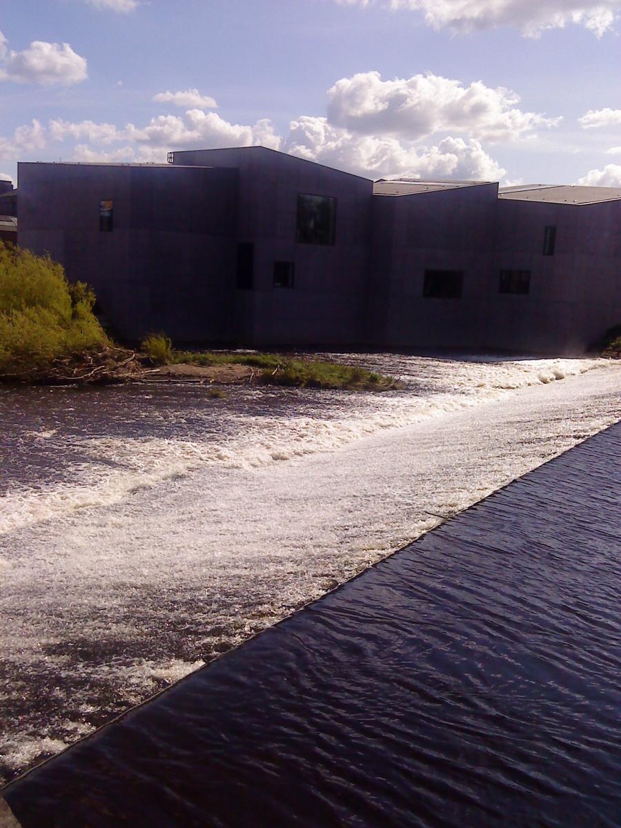 The Hepworth sits alongside the River Calder.