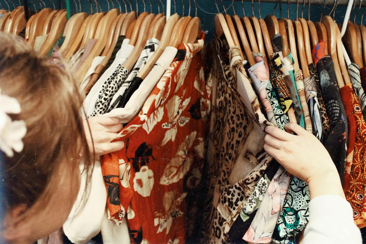 What are the pros and cons of selling your old clothes on Poshmark?