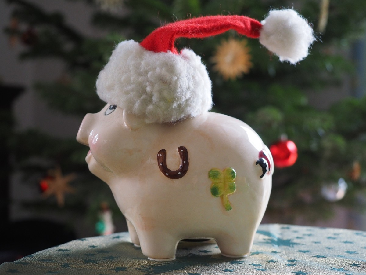 4-clever-ways-to-save-money-this-holiday-season