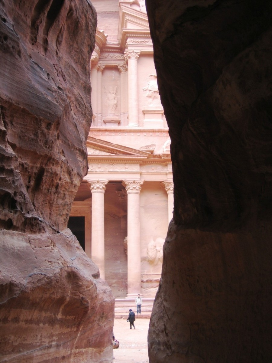 The Siq, pathway to the Treasury.