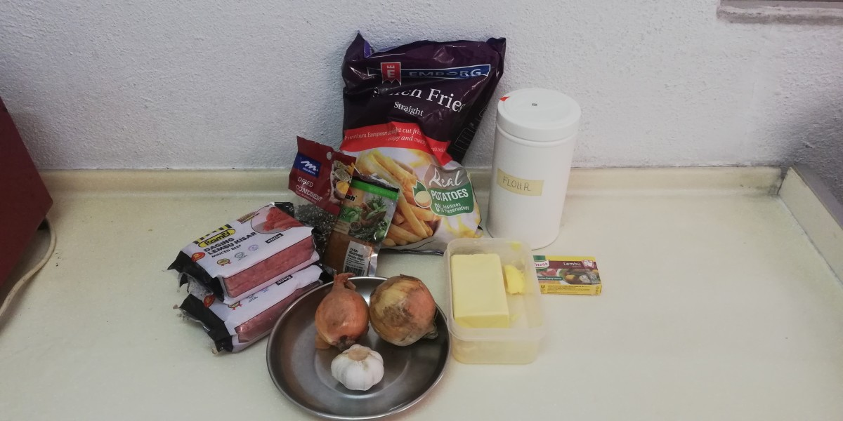 The ingredients used in this recipe, minced beef, onions, garlic and etc.