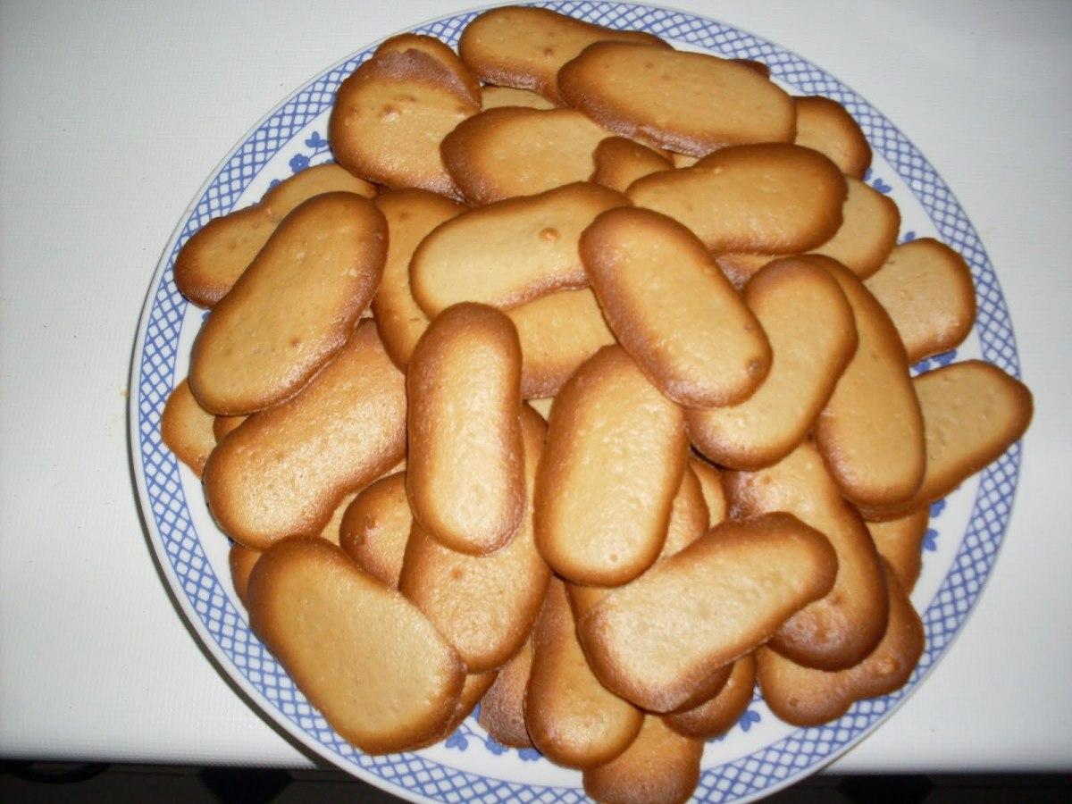 Filipino lenguas de gato cookies
