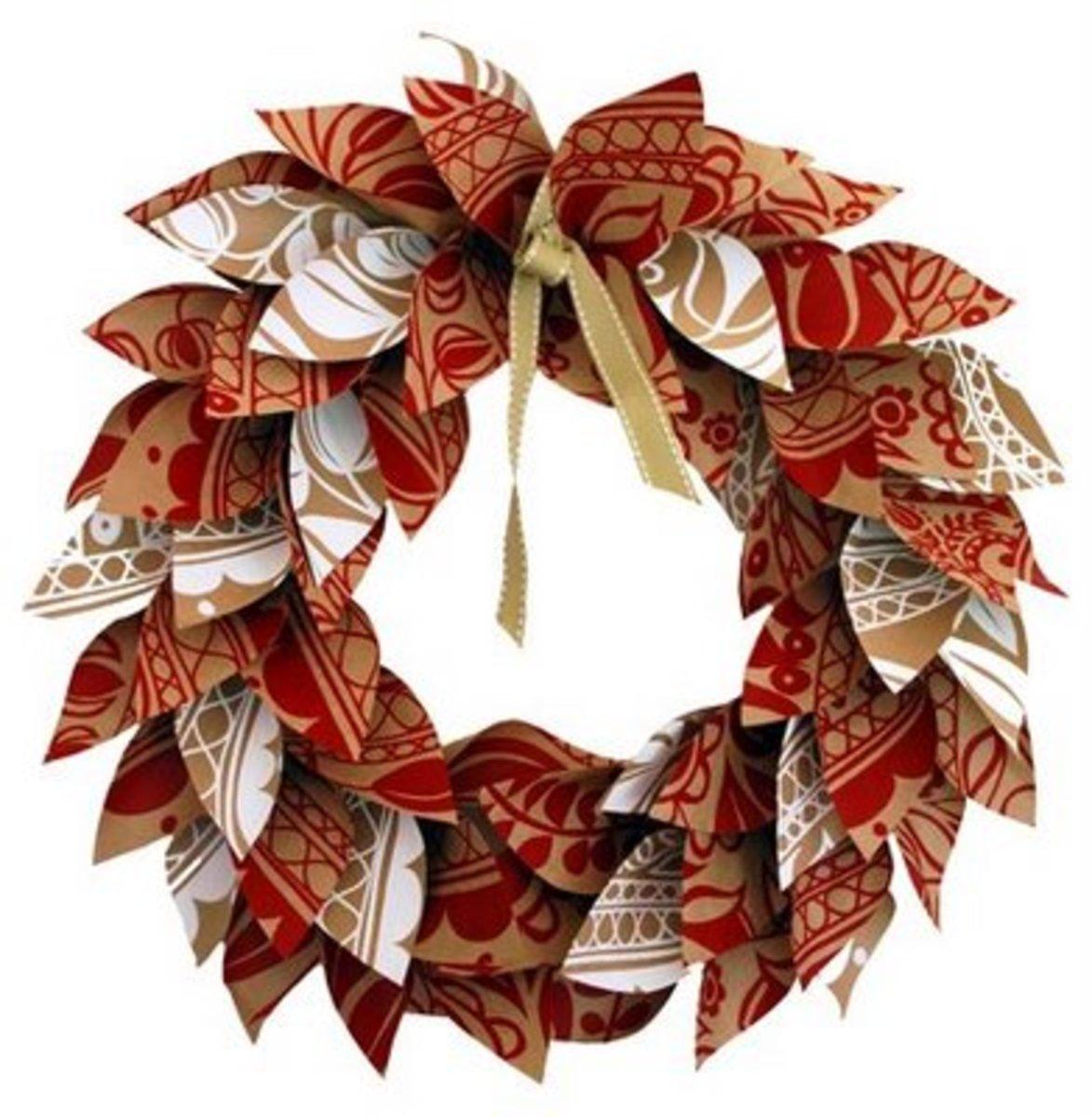 Paper Christmas Wreath         theredthreadblog.blogspot.com