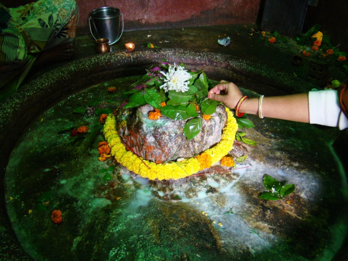 The Shiva Lingam inside the temple no. 4