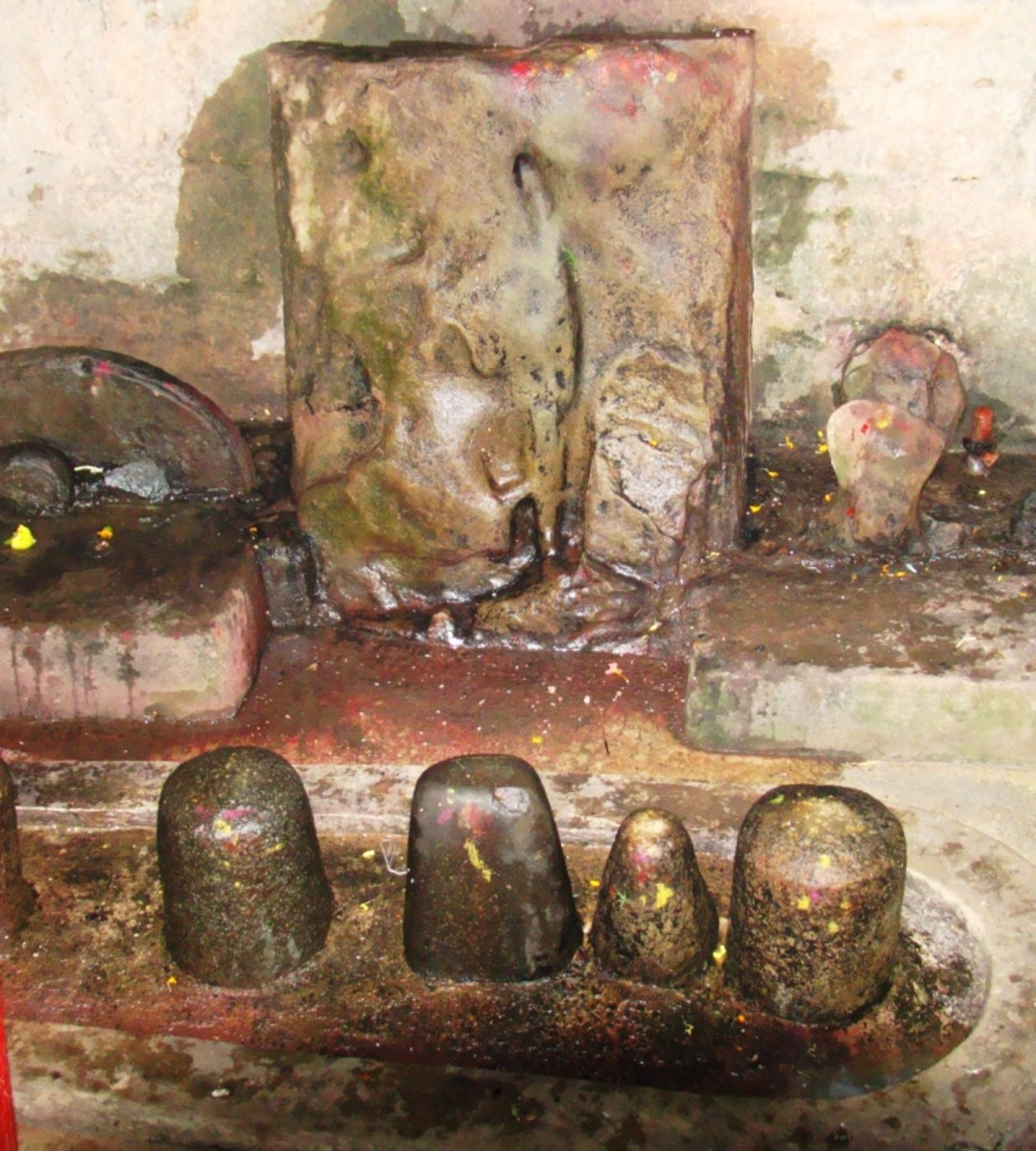 Inside temple no. 3 -- you can see the 4 Shiva lingams in front & 1 on the left behind.