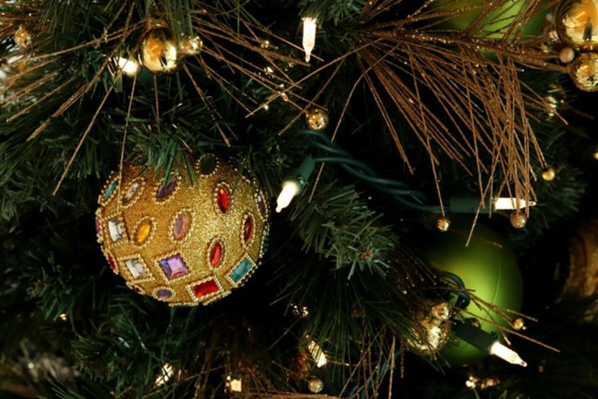 christmas-ornaments-and-their-history