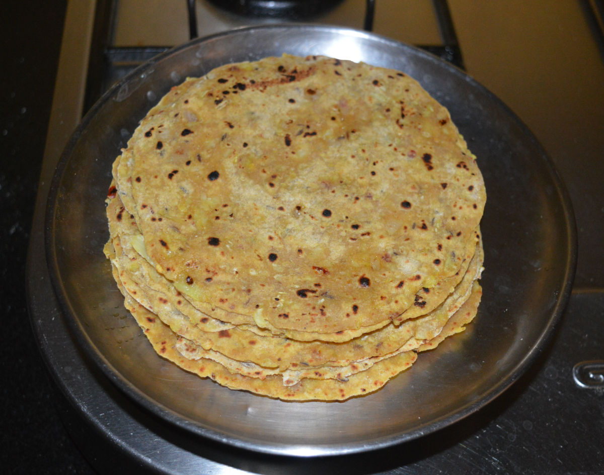 This process helps to keep the parathas soft and hot for a longer time. Serve hot cabbage onion paratha with tomato sauce and yogurt. Serving it with a mild-spicy curry makes it a luxurious meal.