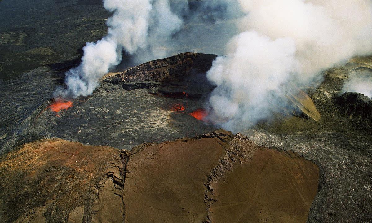 Aerial view of Puʻu ʻŌʻō volcanic cone of Kilauea volcano in Hawaii, USA.