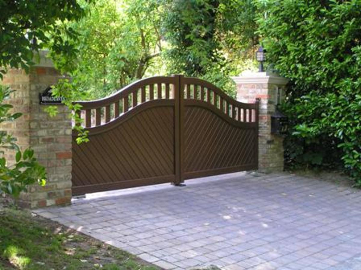A slightly unusual design that shows the flexibility of styles available in Aluminium gates.  These gates are automated with underground gate motors.