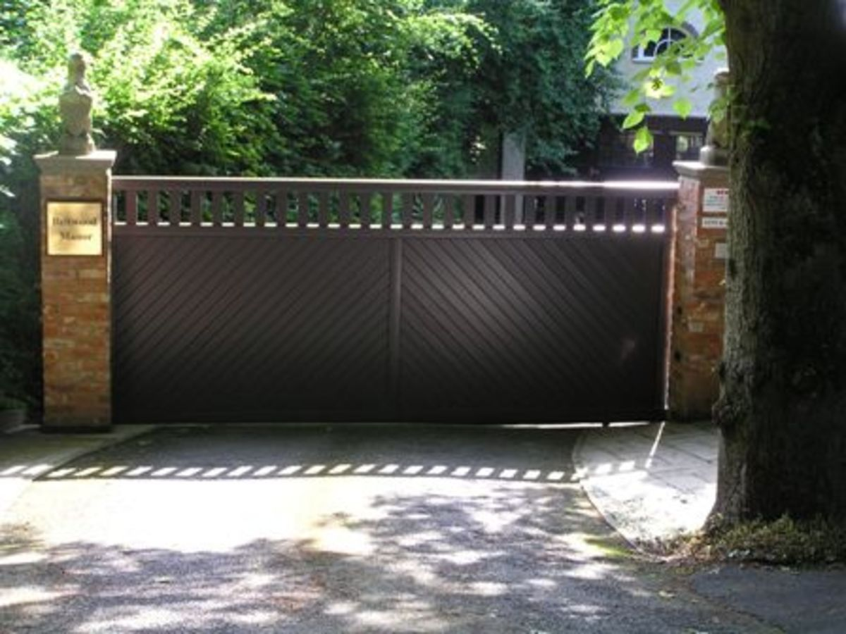 This is a sliding Aluminium gate. The available space and angle of the driveway meant that the gate automation system slides the gate to one side along the wall.