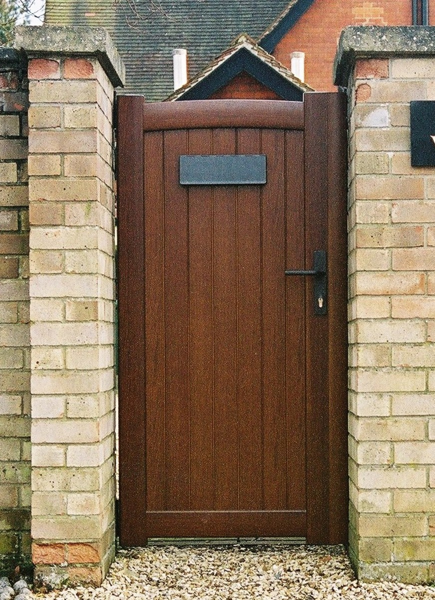 Aluminium gates don't just have to be used for driveways. Here's a great example of a pedestrian gate with wood grain finish.
