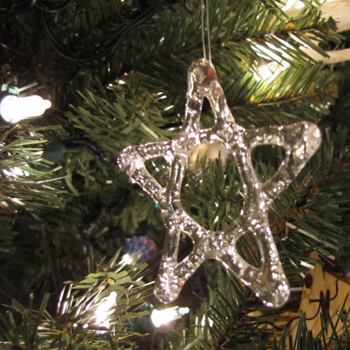 These clear glass stars are just right to add sparkle to an All-American Christmas tree.