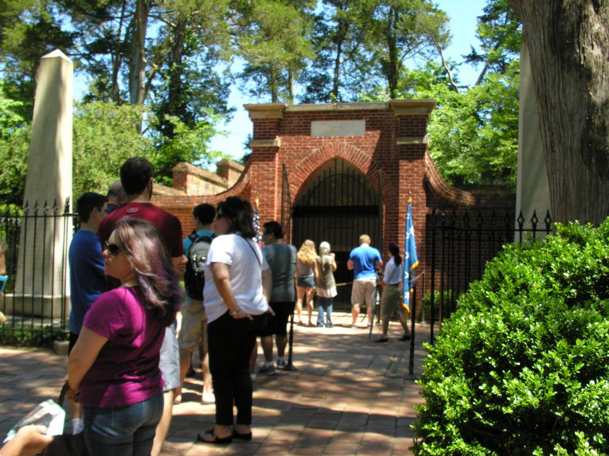George and Martha Washington's Tomb, July 2016.