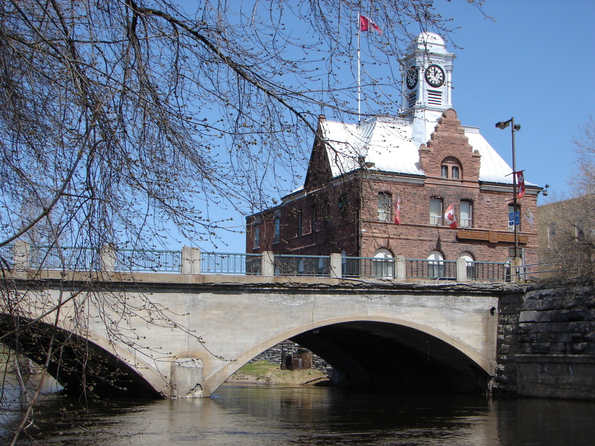 Pembroke City Hall and Muskrat River