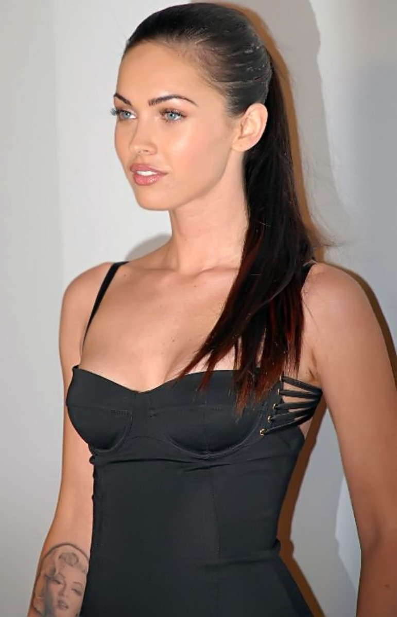 Megan Fox at Hollywood Life Magazine at 7th Annual Breakthrough Awards, eats one meal a day.