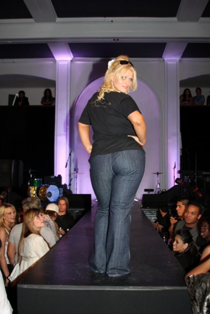 the-perfect-jeans-for-curvy-girls