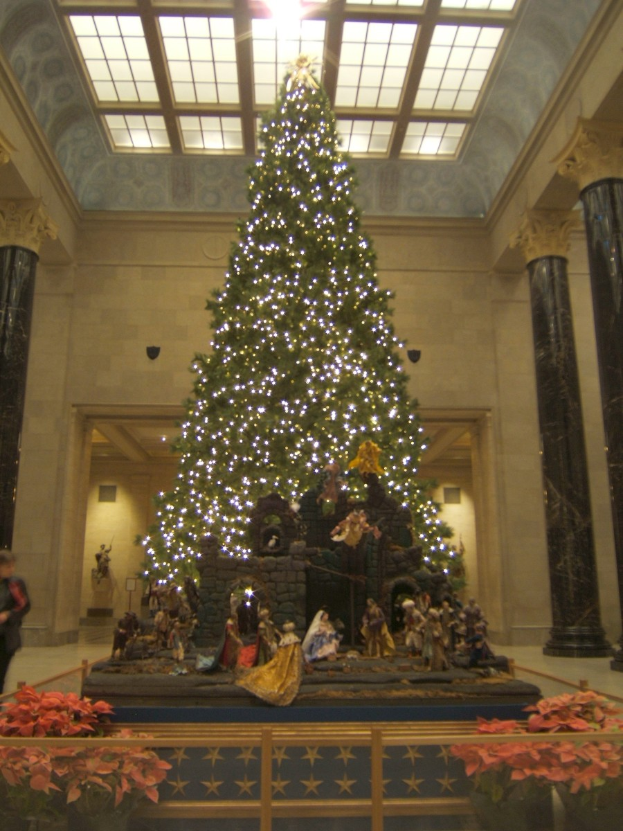 Nelson-Atkins Christmas (lighted tree with manger scene)