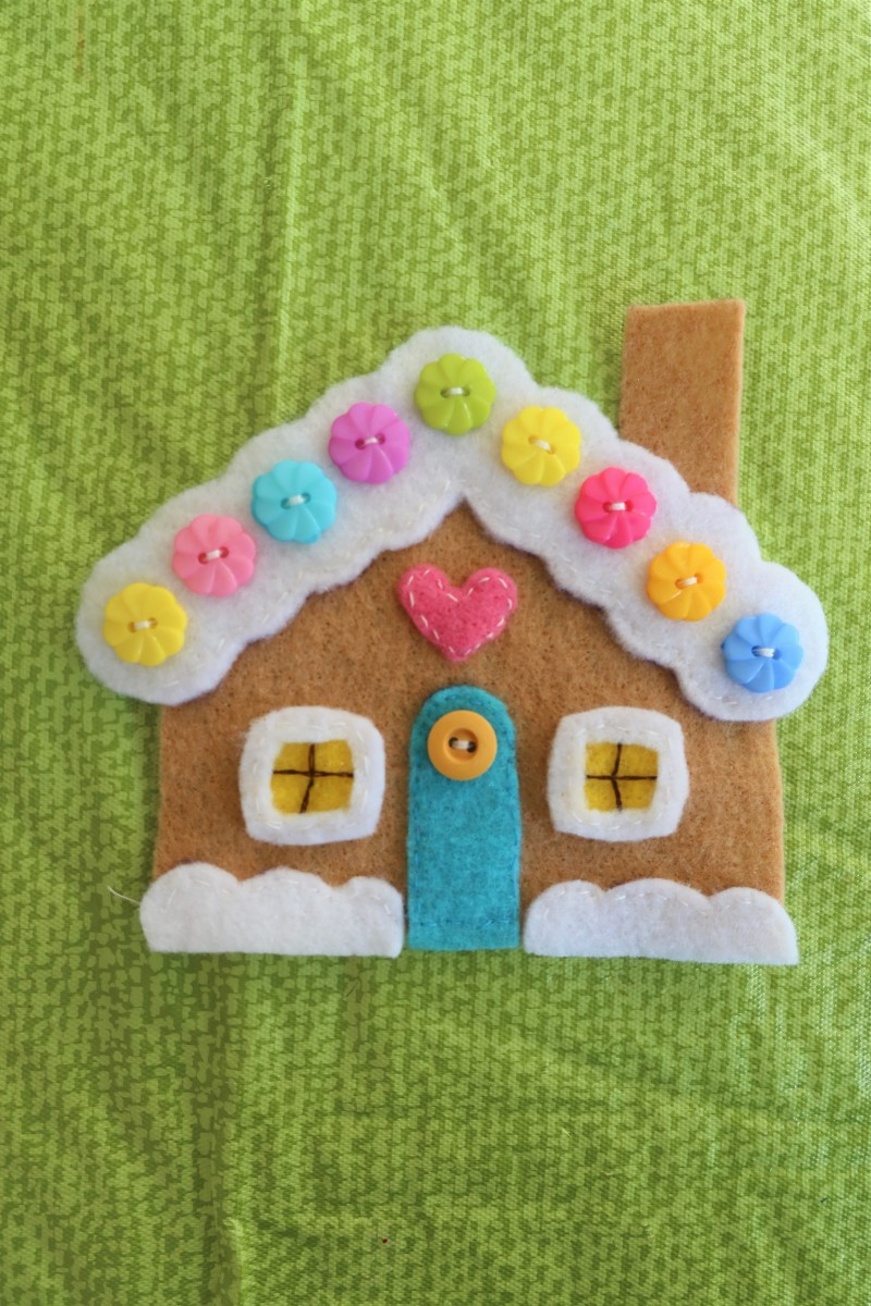 diy-christmas-craft-felt-and-button-gingerbread-house-tree-ornament