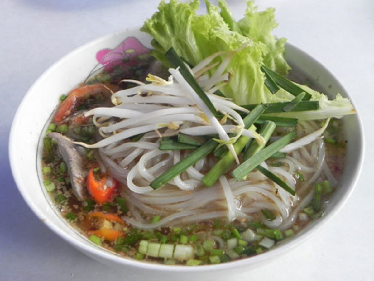 A hot delish bowl of Hu tieu